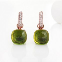 imitation pomellato nudo earrings in pink gold with peridot and diamonds