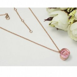 replica pomellato nudo necklace with pink quartz and chain in pink gold
